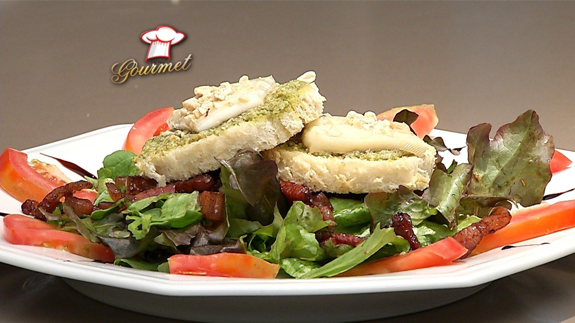 Salada de queijo quente de cabra