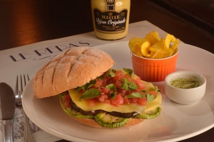 sanduiche-grille-ratatouille-do-le-repas-participante-do-festival-sanduweek-1377108063874_700x464