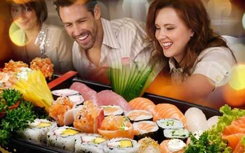 Comida-Japonesa-em-casal