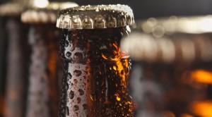 como-gelar-cerveja-bebidas